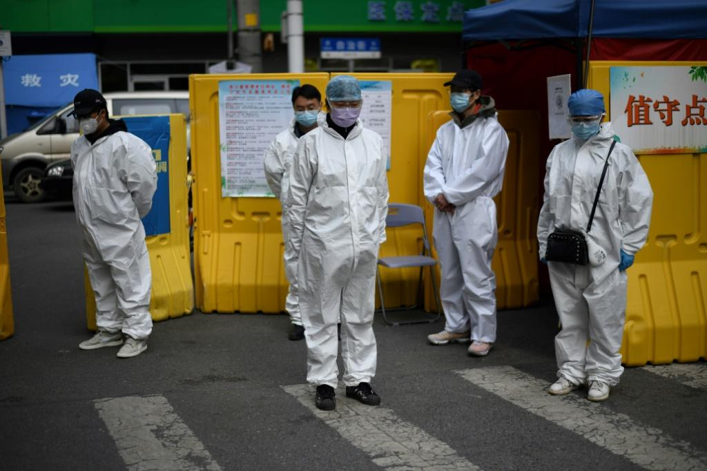 China came to a standstill to mourn the victims of the coronavirus