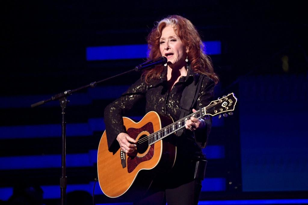 Bonnie Raitt performed a tribute to John Prine at the 62nd annual Grammy awards, where he received a lifetime achievement award