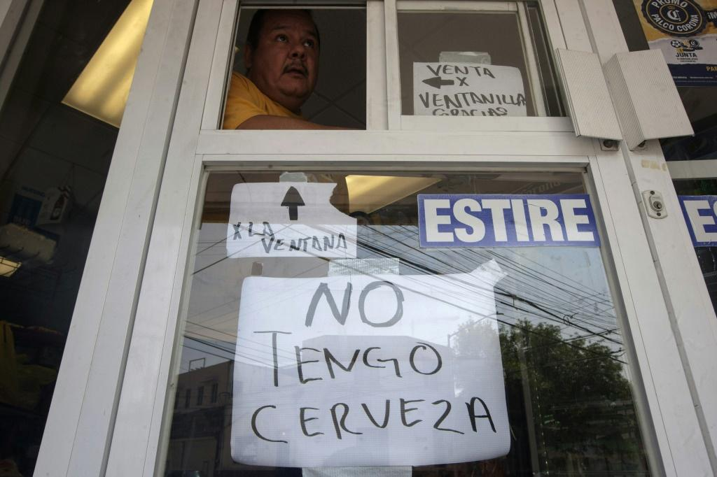 """A sign on a store in Monterrey, Mexico reads """"I don't have beer"""" amid a nationwide shortage"""
