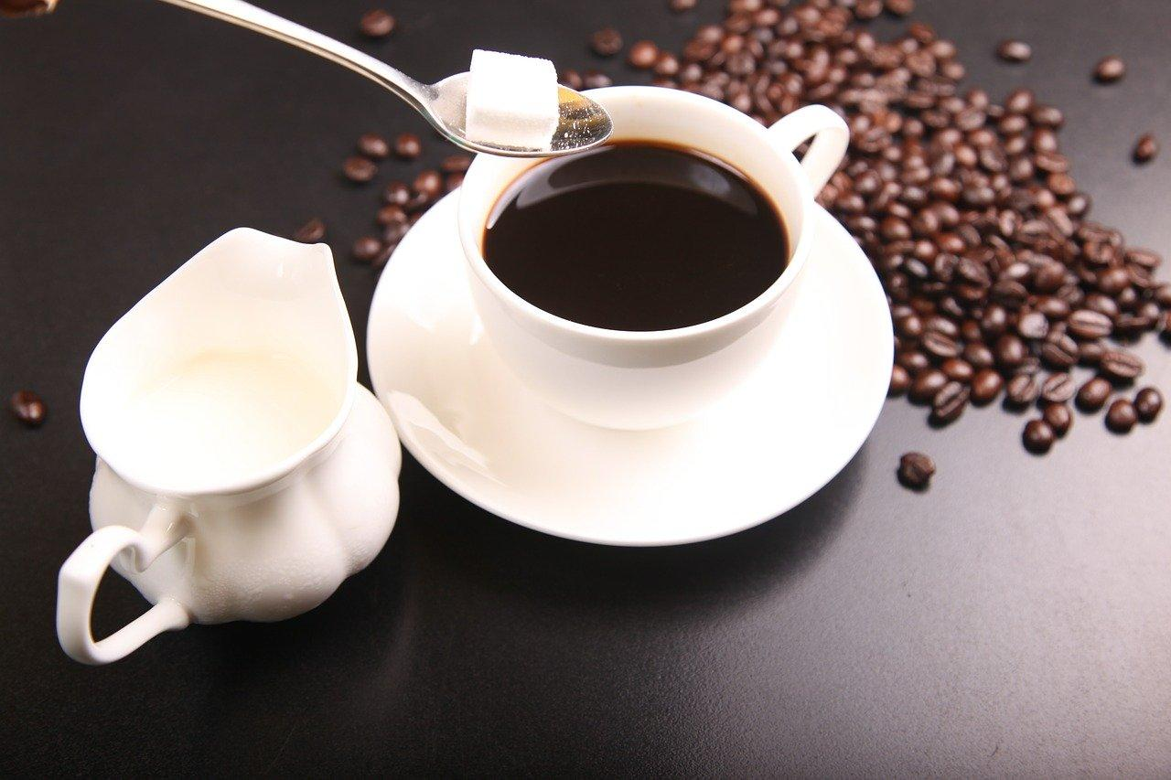 women who drink 2 to 3 cups of coffee per day tend to have lower body fat
