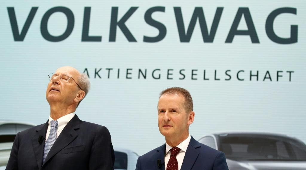 Volkswagen CEO Herbert Diess (R) and VW supervisory board chairman Hans Dieter Poetsch are off the hook after VW paid nine million euros to settle charges of market manipulation