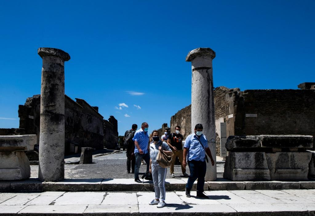 Calling them 'cursed', Canadian tourist returns artifacts to Italy""