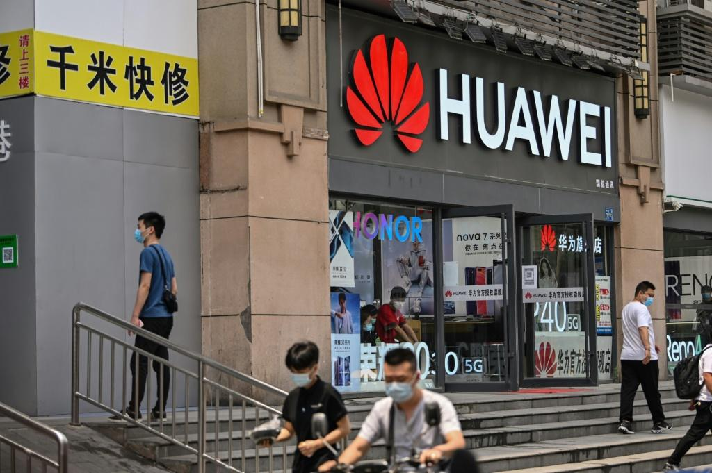 Chinese tech giant Huawei is at the center of a Washington-Ottawa-Beijing diplomatic row over the extradition of a Huawei exec from Canada to the United States for lying to a bank