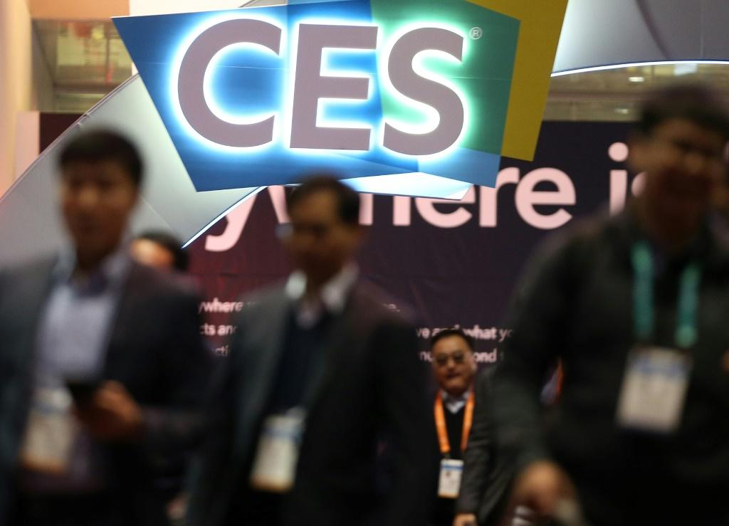 The Consumer Electronics Show, which brings together tens of thousands of people, said it plans to hold the event in January despite health concerns due to the coronavirus pandemic