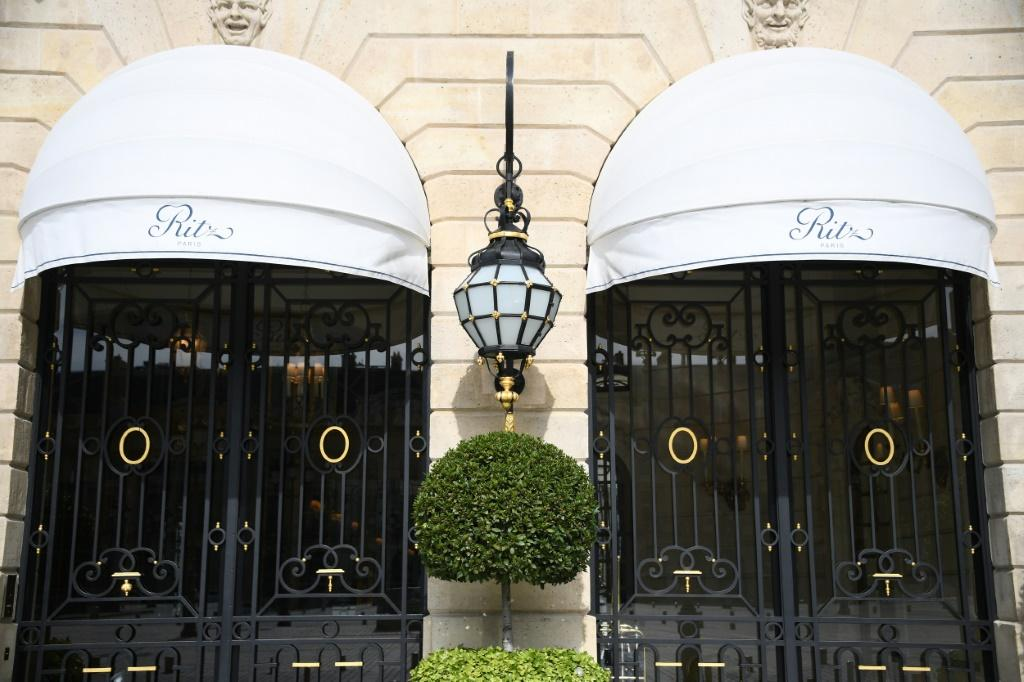 """Some 1,500 lots of bed linen to bathrobes and ashtrays from the hotel """"Ritz"""" in Paris have been sold to buyers from 25 countries"""