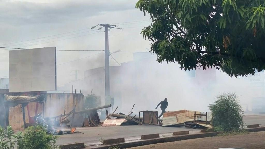 IMAGESBurning barricades litter the streets of Mali's capital Bamako a day after violent protests against President Ibrahim Boubacar Keïta left two dead and 70 injured, and an opposition movement vows to keep up the pressure. COMPLETES VID1V04RM_EN