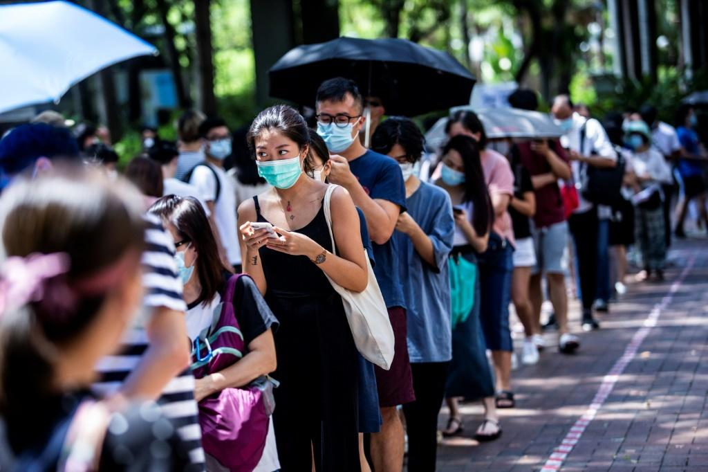 Hundreds of thousands queued to vote at polling stations across the city despite the intense summer heat