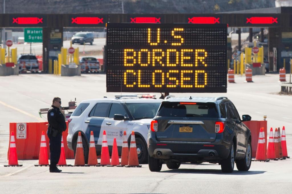 The US has confirmed its borders with Canada and Mexico will remain closed until August 20 due to the coronavirus