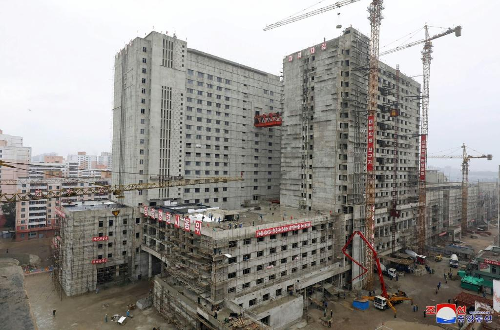 The Pyongyang General Hospital is under contruction in a prime location in the capital across the Taedong river from Mansu hill