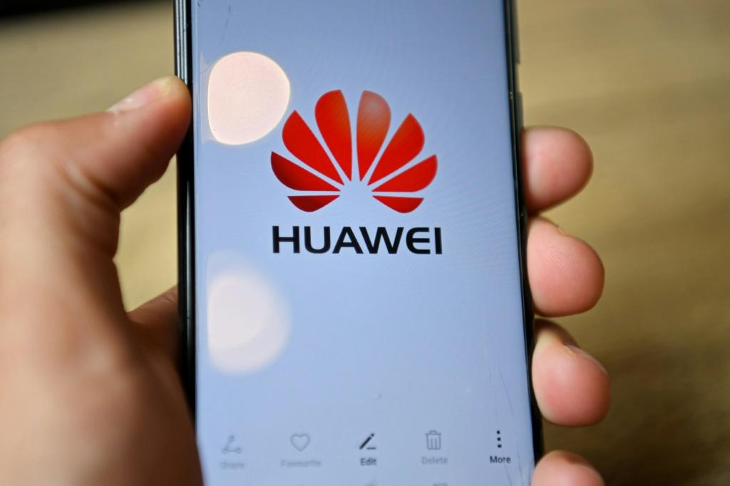 Huawei does not have the capacity to manufacture the chipsets used in its high-end smartphones