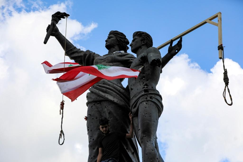 Angry Lebanese protesters have set up mock gallows in Beirut's landmark Martyrs' Square for the political leadership they despise