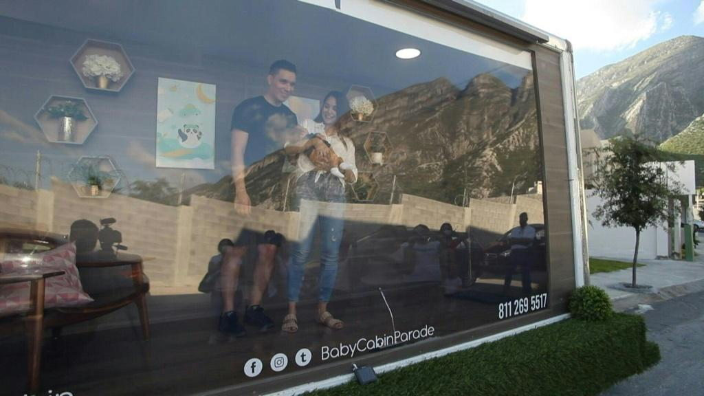"""Baby cabin"""": new parents show their newborns to families from a special truck"""
