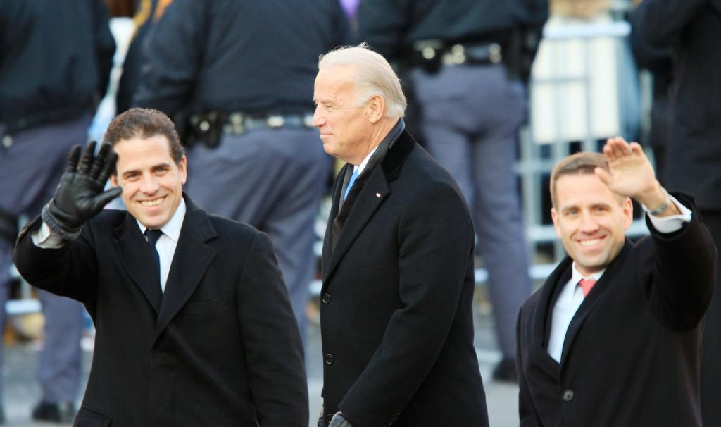 Vice president Joe Biden with his sons Hunter (L) and Beau (R) during the 2009 inaugural parade of president Barack Obama