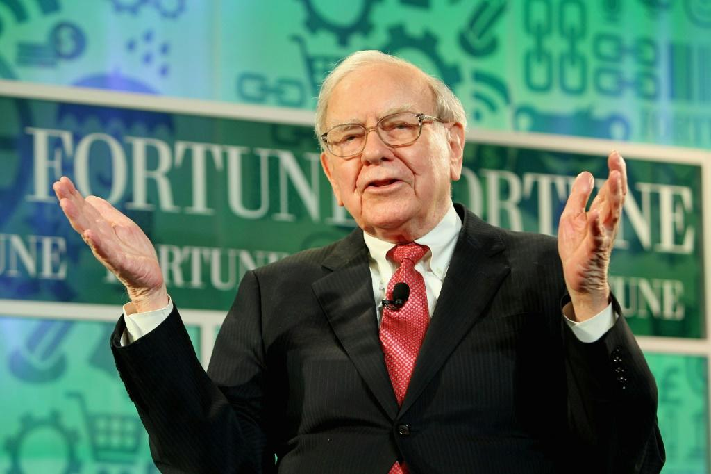 Investment titan Warren Buffett's Berkshire Hathaway has bought a five percent stake in Japan's top trading houses