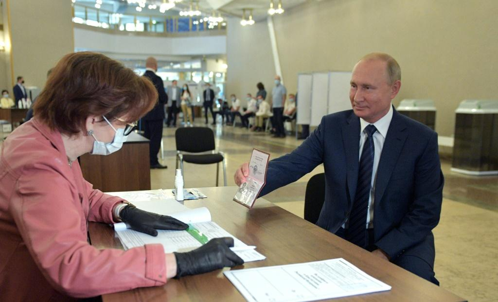 President Vladimir Putin (R) could stay in power until 2036 after a constitutional amendment earlier this year
