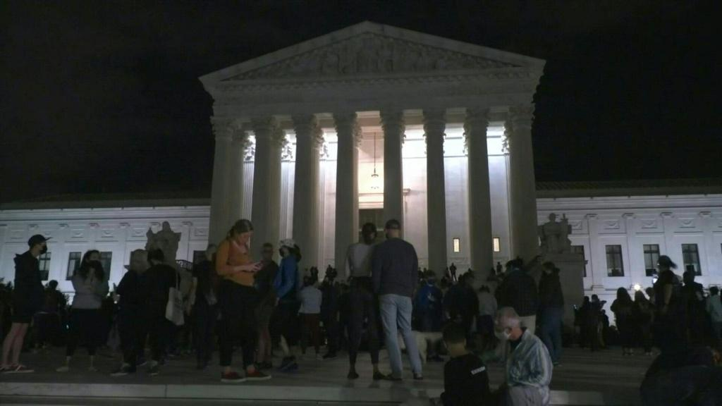 People gather outside the US Supreme Court, holding a minute of silence and lighting candles to commemorate Ruth Bader Ginsburg, who died at her home in Washington at age 87.Duration:00:59