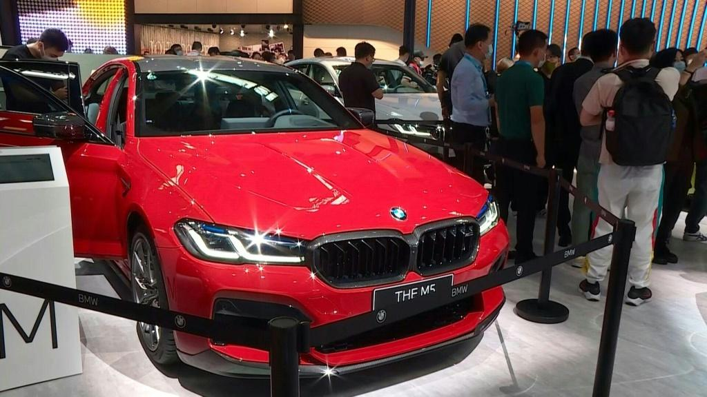 Crowds pack out China auto show after virus delay