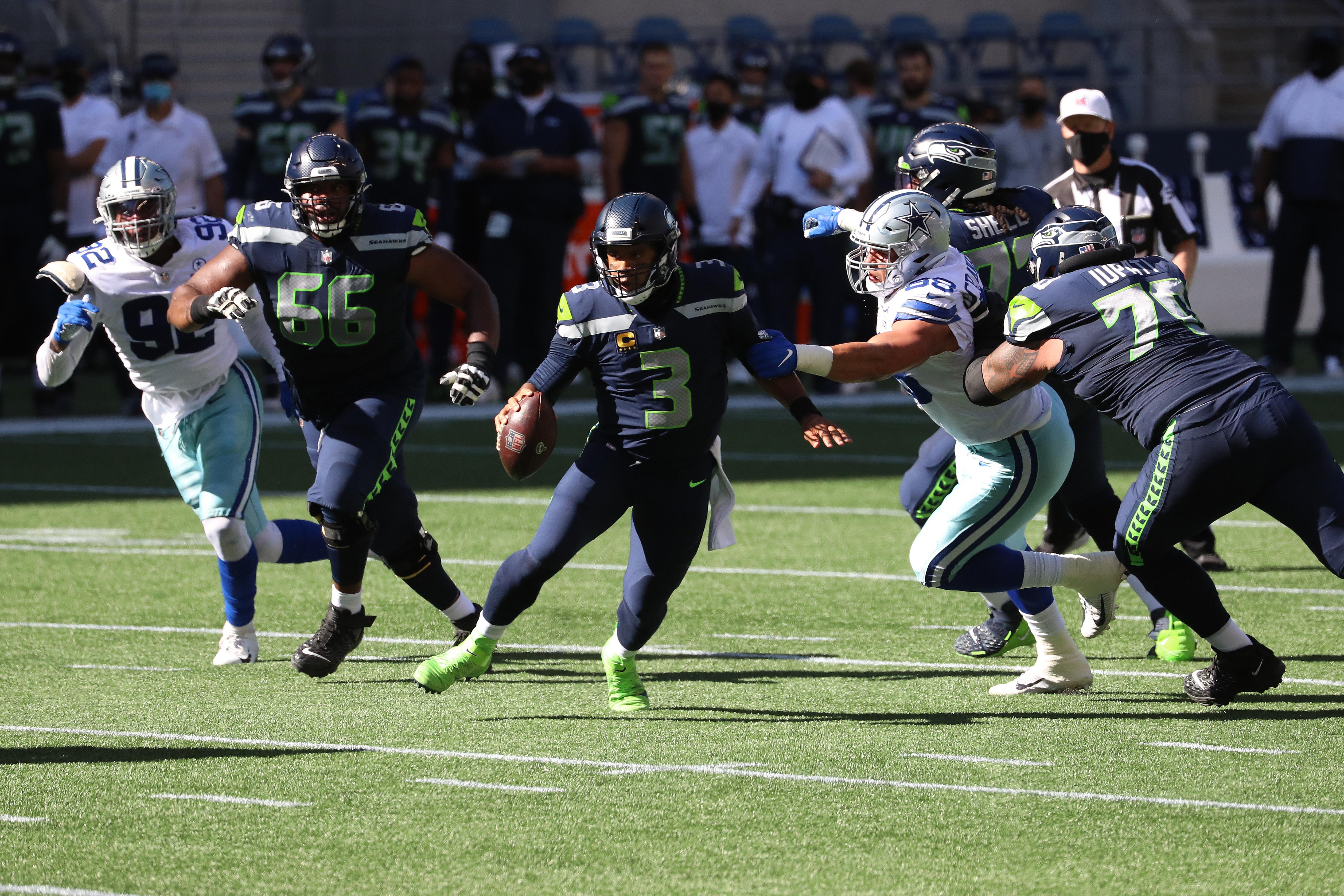 Russell Wilson Seattle Seahawks [19659016] Russell Wilson No. 3 in the Seattle Seahawks clink in the second quarter against the Dallas Cowboys at CenturyLink Field on September 27, 2020 in Seattle, Washington. </span> <span class=