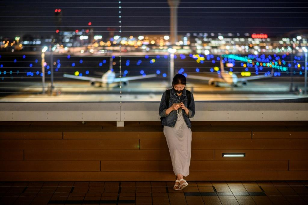 Researchers at Australia's national science agency have found that the coronavirus can survive on surfaces like mobile phone screens for up to 28 days in cool, dark conditions