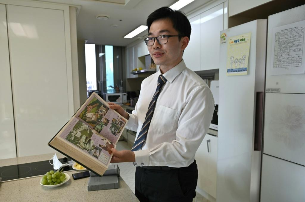 Jang Kyung-jin is a conscientious objector to military service