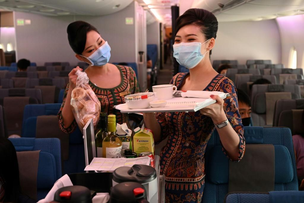 The most expensive option is a Sg$642 eight-course meal in a first-class suite, while the cheapest costs Sg$53 and consists of a three-course meal in economy class