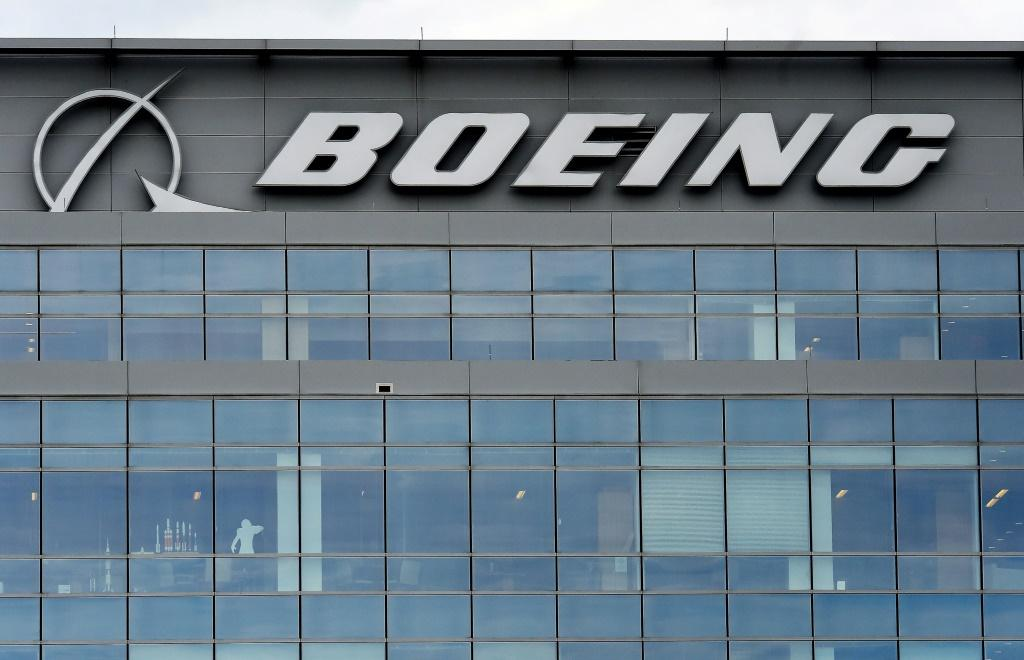Boeing comes under scrutiny from American and international regulators, as well as the US Congress, which is investigating complaints from American pilots about the MCAS, and the close ties between the FAA and the company
