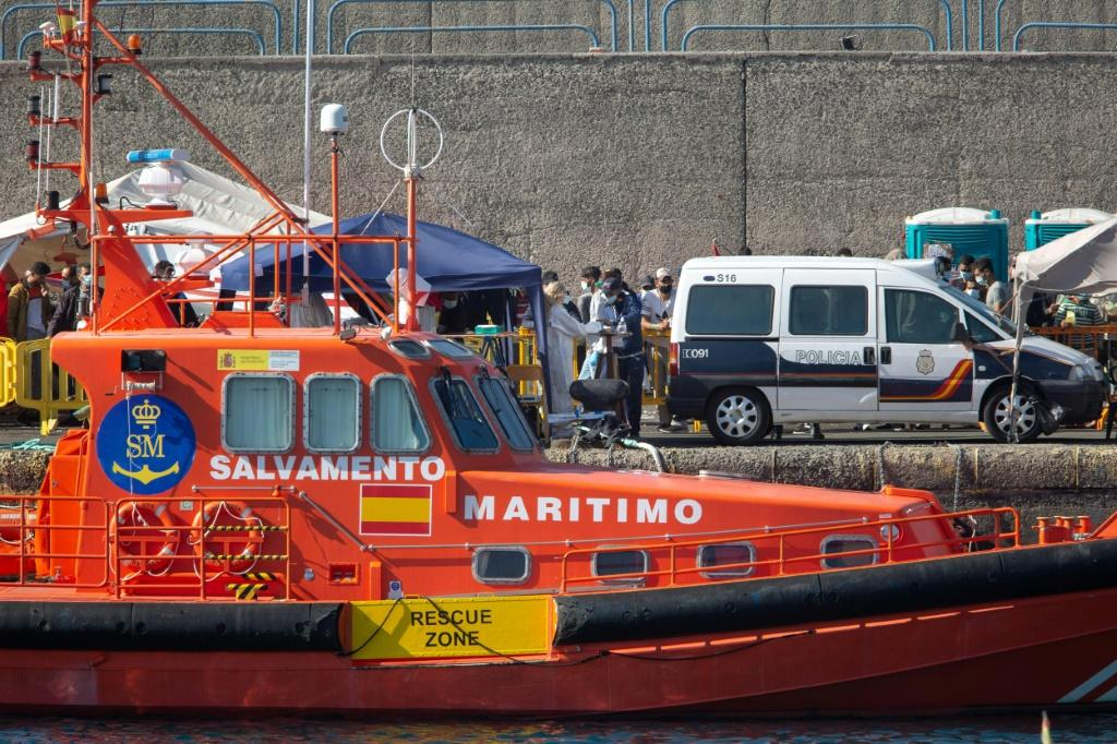 The plan to set up emergency migrant camps also involves reinforcing Salvamento Maritimo's coastguard rescue teams