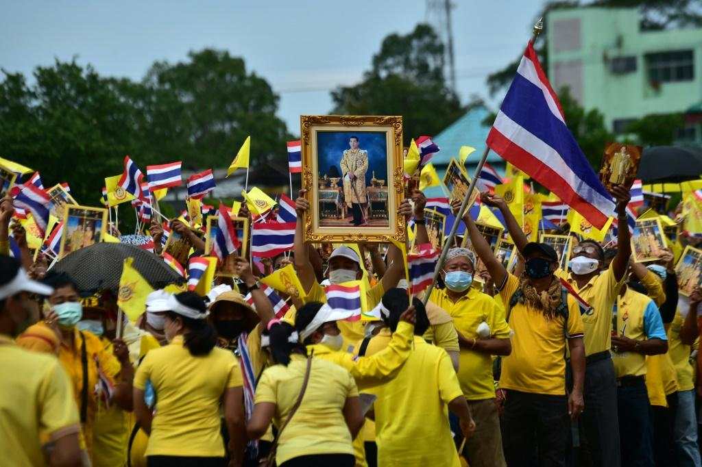"""King Maha Vajiralongkorn has talked to supporters and declared his """"love"""" for all Thais"""