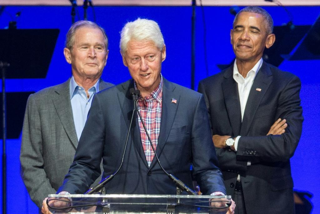 America's three most recent ex-presidents say they are willing to publicly receive the vaccine