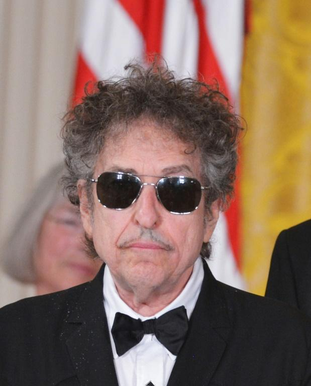 Bob Dylan before receiving the Presidential Medal of Freedom from Barack Obama in 2012