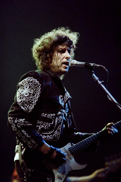 Bob Dylan performs in 1987 in Paris -- he was still giving concerts when the pandemic struck