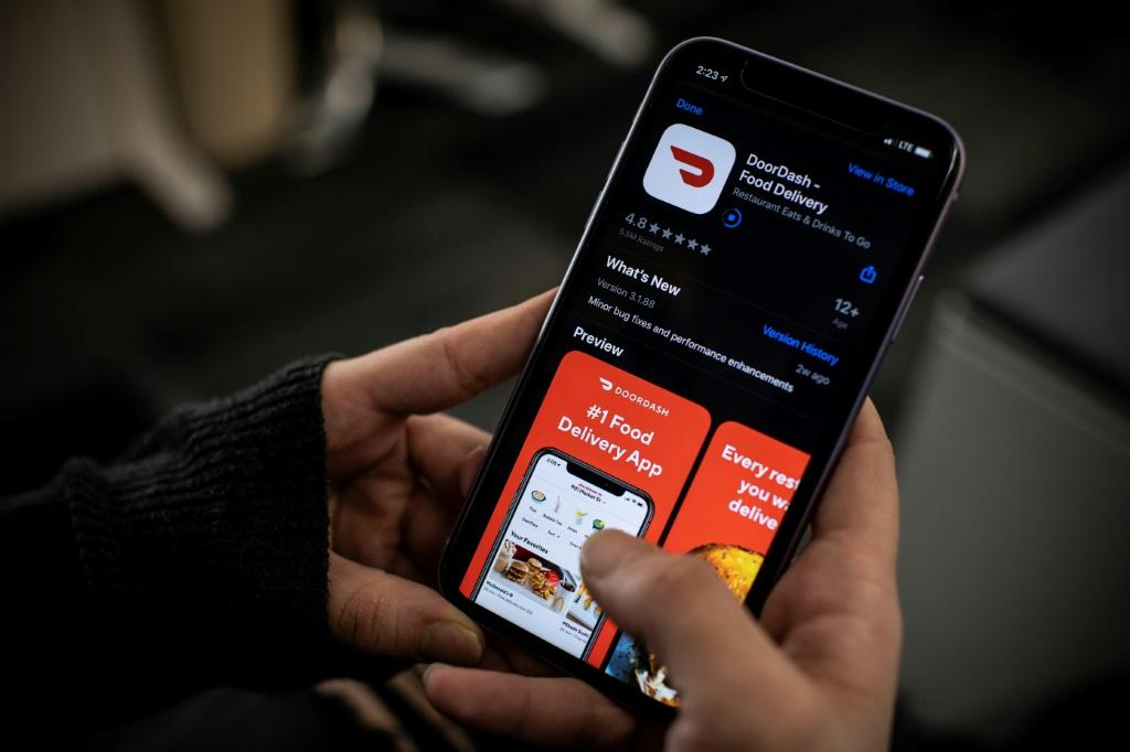 Thousands of DoorDash couriers struggle to earn minimal wage and juggle working for multiple app services to get by, according to one Los Angeles worker