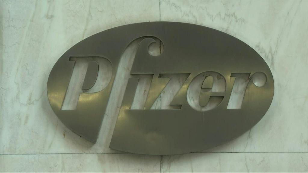 US experts vote to recommend granting emergency approval for Pfizer-BioNTech's Covid-19 vaccine, paving the way for America to become the next country to move ahead with mass immunization as the country's virus death toll approaches 300,000. The US gove