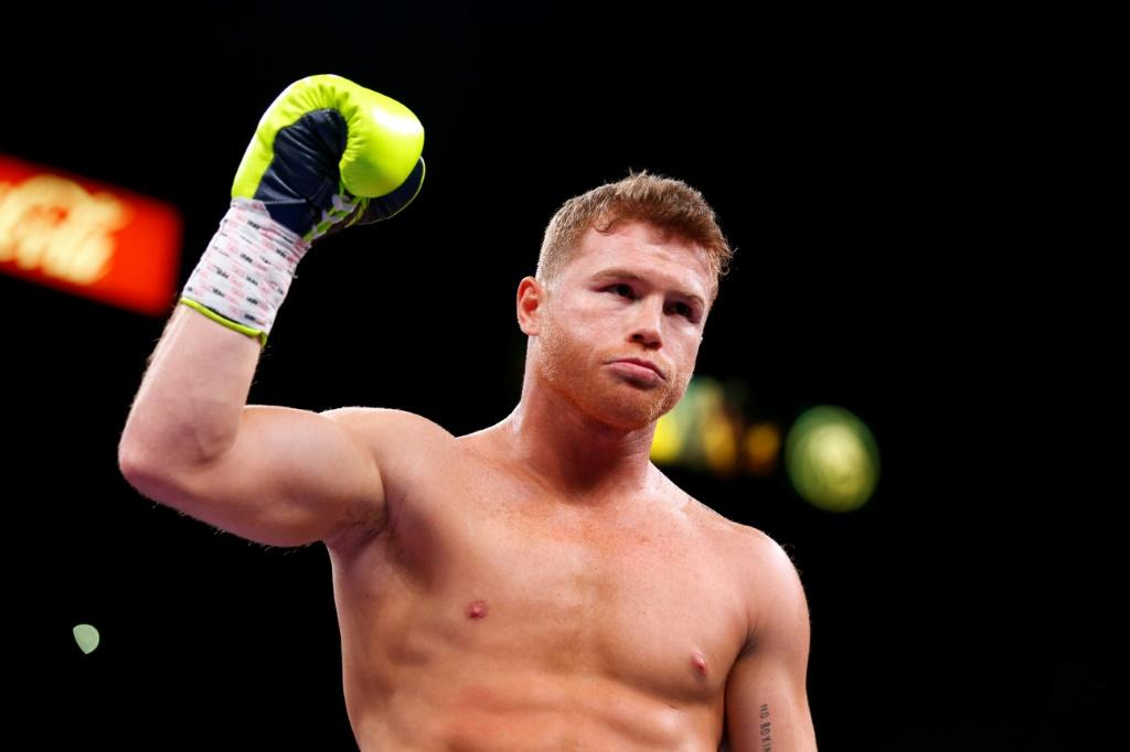 """Mexican superstar Saul """"Canelo"""" Alvarez became the unified world super middleweight champion overcoming a stark height difference with a 12-round beatdown of the previously undefeated Callum Smith in San Antonio, Texas"""