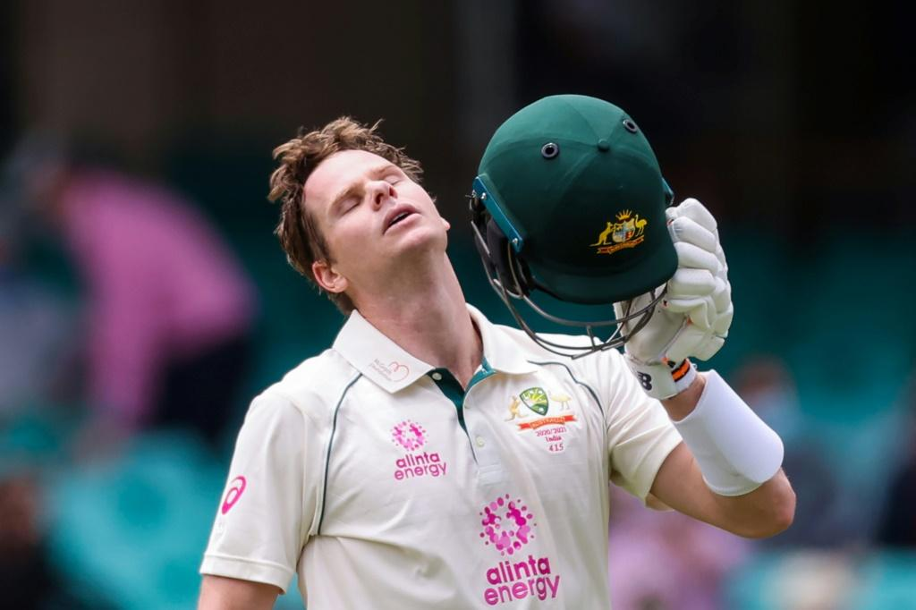 Australia coach Justin Langer calls allegations of foul play against Steve Smith 'rubbish'