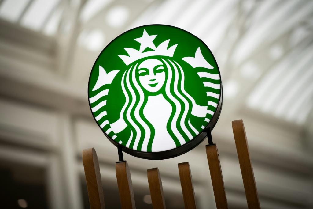 China's President Xi Jinping has asked former Starbucks chairman Howard Schultz to help promote trade between Washington and Beijing