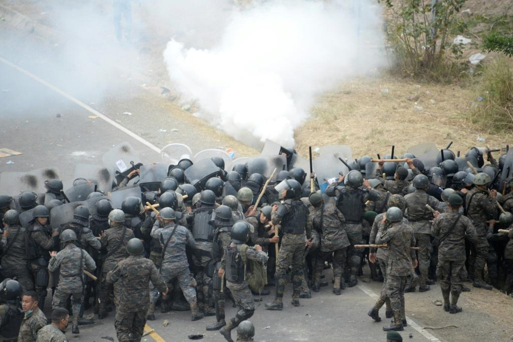 Guatemalan security forces fire tear gas at Honduran migrants taking part of a caravan heading to the United States