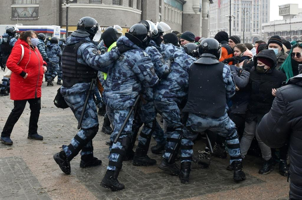 Thousands of police in riot gear were deployed to prevent a second weekend of mass demonstrations