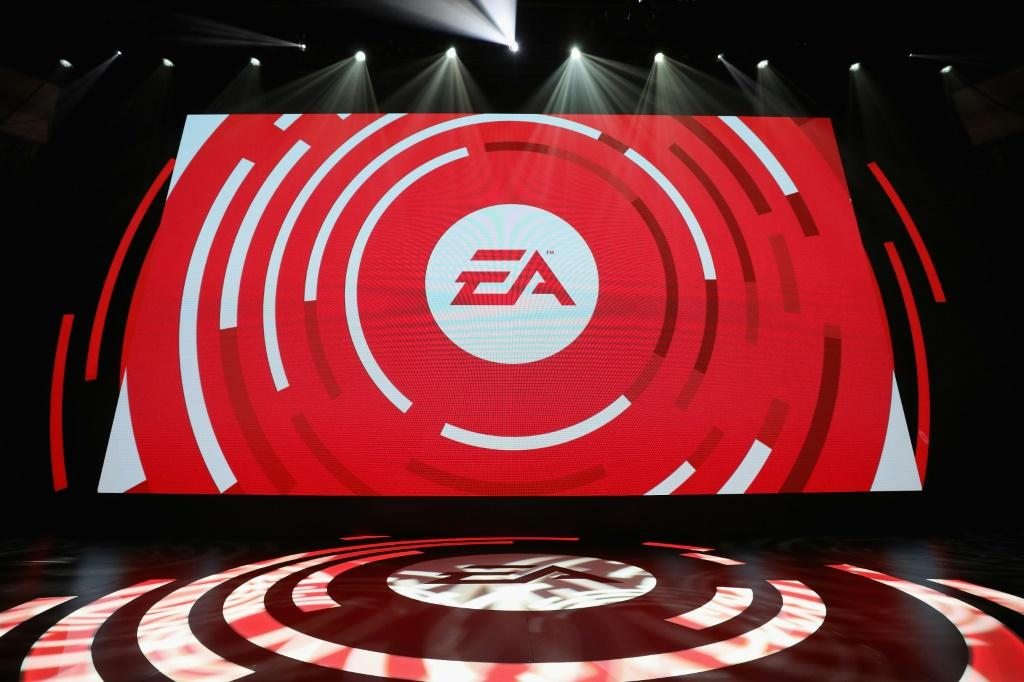 Video game giant Electronic Arts is adding the Glu studio specializing in smartphone games in a deal worth some $2.1 billion