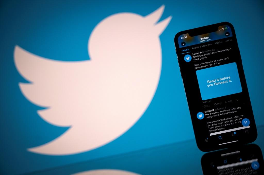 Twitter ended the fourth quarter, a period that including the tumult of the US election with a strong profit and a rise in its user base.
