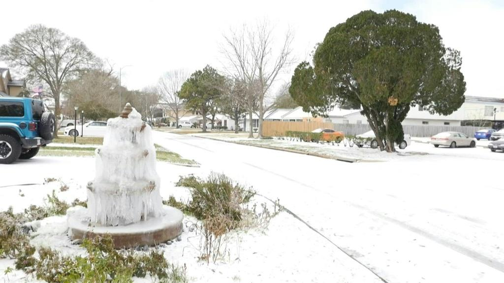 A blanket of snow covers the streets of Houston, Texas, a southern US state more accustomed to record-breaking heat than ice. An historic cold snap has been sweeping the country for several days as a result of an Arctic blast that is causing temperatures