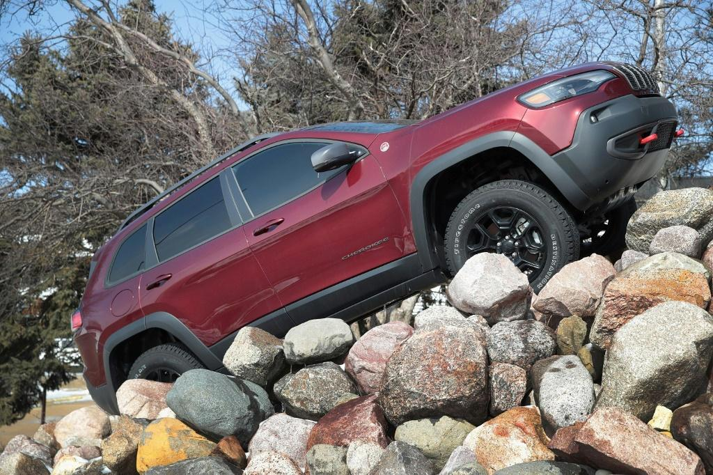 Jeep should retire the Cherokee nameplate for its popular SUVs, according to a leader of the Cherokee Nation who argues it's no longer appropriate to adopt Native American names and imagery