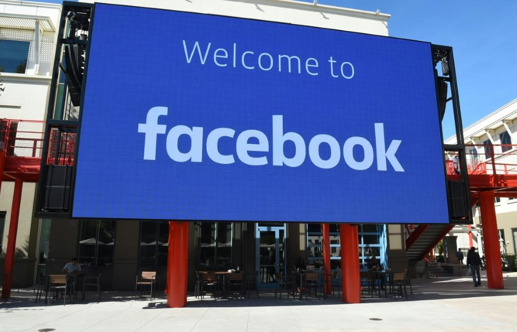 Australia Passes 'World First' Google, Facebook Media Payment Law