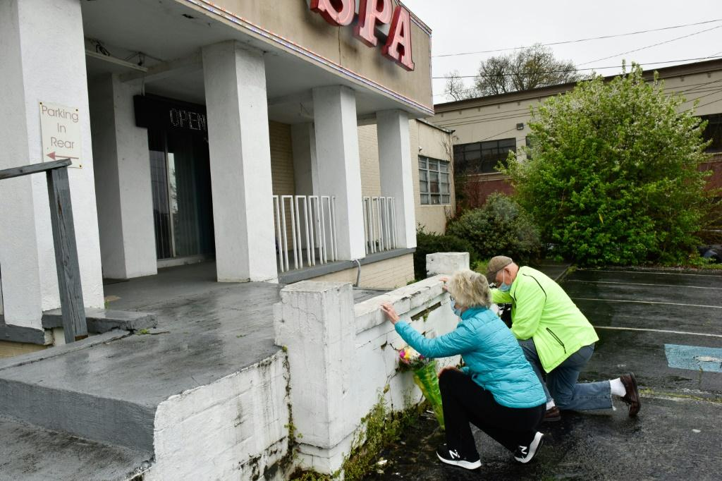 A couple kneels at the Gold Spa in Atlanta March 17, 2021