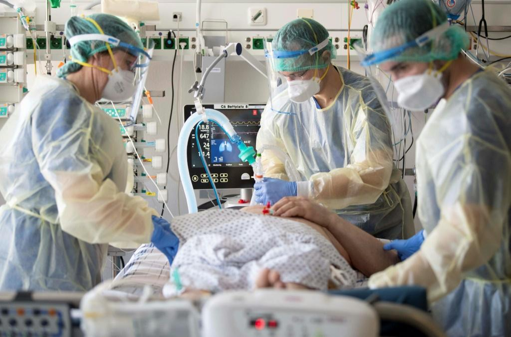 COVID Deaths, Hospitalizations To Decline Over Next 4 Weeks, CDC Projects