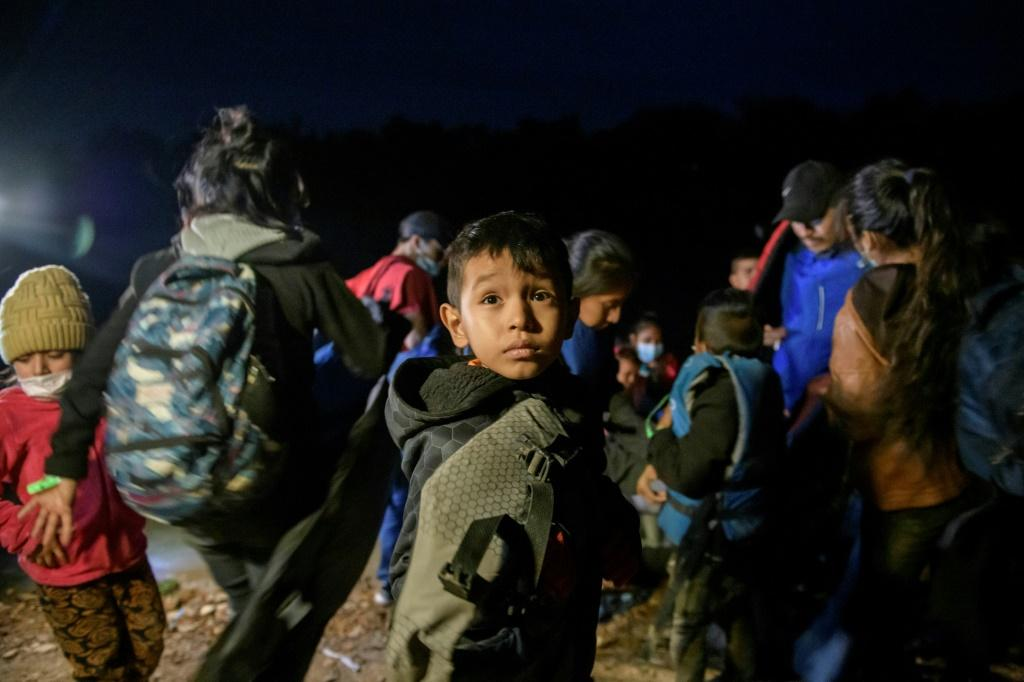 Migrants from Honduras, Guatemala land in the United States with traffickers from Mexico, March 28, 2021