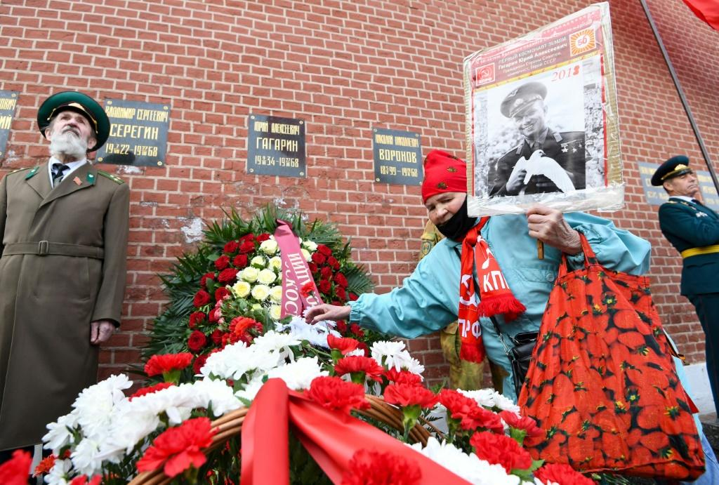 Russian Communist party supporters lay flowers at Gagarin's grave