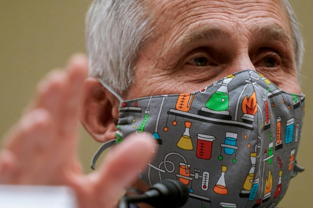 Top US pandemic advisor Anthony Fauci expects a decision on the J&J vaccine by American regulators by Friday