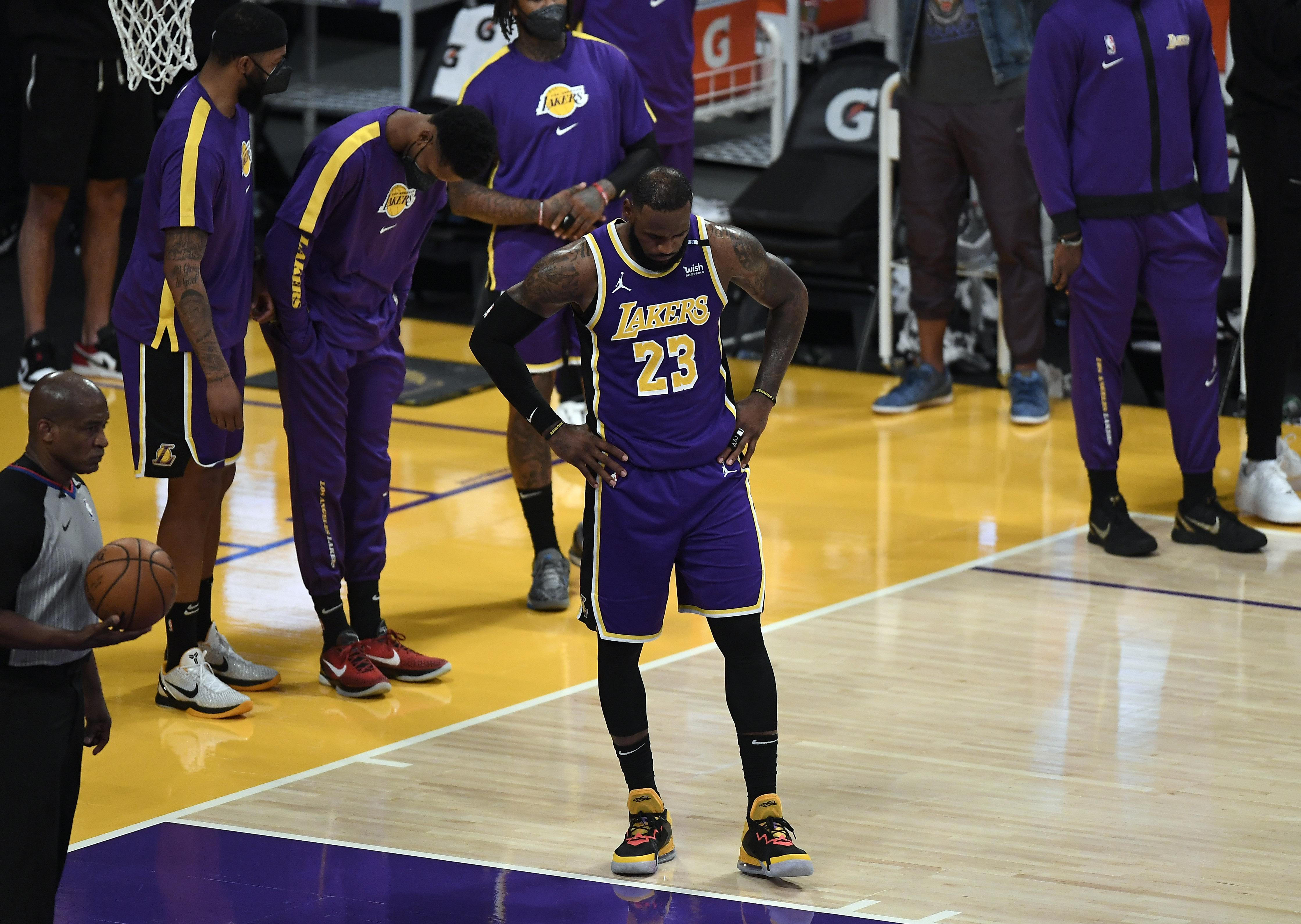 LeBron James #23 of the Los Angeles Lakers r