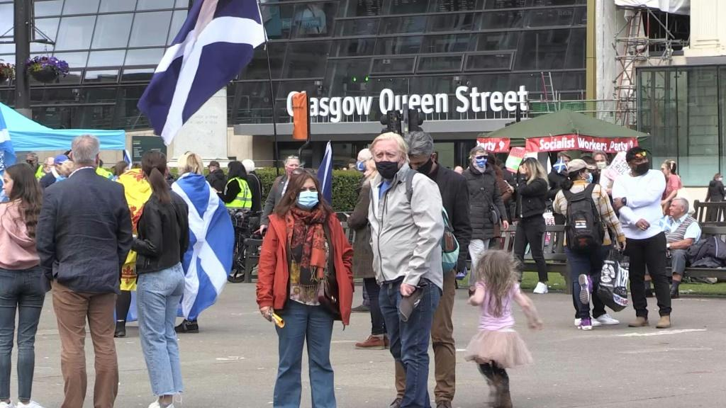 IMAGES Scottish independence supporters hold a rally in Glasgow ahead of a Scottish parliamentary elections on Thursday.